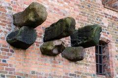 Πέτρινη ενίσχυση, υπόλοιπα της κατασκευής στο τευτονικό κάστρο Παραμένει της κατασκευής μπαλκονιών της δομής πετρών Στοκ φωτογραφία με δικαίωμα ελεύθερης χρήσης