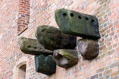 Πέτρινη ενίσχυση, υπόλοιπα της κατασκευής στο τευτονικό κάστρο Παραμένει της κατασκευής μπαλκονιών της δομής πετρών Στοκ Εικόνα