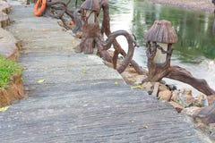 Πέτρινη διάβαση πεζών κοντά στον ποταμό Στοκ εικόνα με δικαίωμα ελεύθερης χρήσης