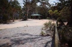 Πέτρινη καλύβα επιφυλακής στην ΑΜ Boyce, μπλε βουνά, Αυστραλία Στοκ φωτογραφία με δικαίωμα ελεύθερης χρήσης