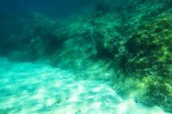 Πέτρινη κορυφογραμμή κάτω από το νερό στοκ φωτογραφίες