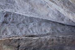 Πέτρινη σύσταση στο χιόνι και τον πάγο Τοίχος βουνών Σύσταση βράχου Στοκ Εικόνα