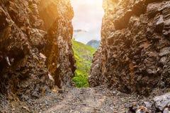 Πέτρινοι διάβαση και βράχοι στο Νεπάλ Στοκ φωτογραφίες με δικαίωμα ελεύθερης χρήσης