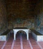 Πέτρινοι πίνακας και έδρα εξοχικών σπιτιών στοκ φωτογραφία με δικαίωμα ελεύθερης χρήσης