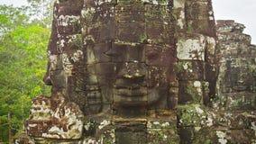 Πέτρινοι πύργοι του παλαιού ναού με πρόσωπα 12ος - 13ος αιώνας Καμπότζη, Angkor, Bayon απόθεμα βίντεο