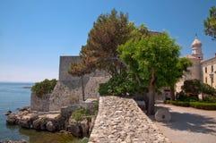 Πέτρινοι τοίχοι οχυρών από το τετράγωνο και το κάστρο Frankopan σε Krk Στοκ Εικόνες
