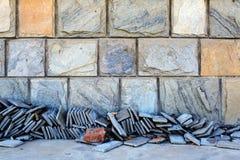 Πέτρινοι decarative τοίχος και υλικό σχεδίων Στοκ φωτογραφία με δικαίωμα ελεύθερης χρήσης