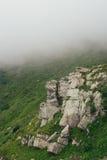 Πέτρινος βράχος στα Καρπάθια βουνά στοκ φωτογραφίες με δικαίωμα ελεύθερης χρήσης