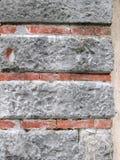 Πέτρινος και μικρός τοίχος τούβλων Στοκ εικόνα με δικαίωμα ελεύθερης χρήσης