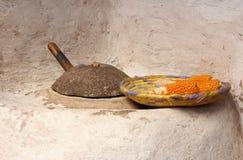 Πέτρινος μύλος με το καλαμπόκι Στοκ Εικόνες