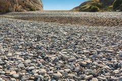 Πέτρινος ποταμός από τις πέτρες θάλασσας Στοκ εικόνα με δικαίωμα ελεύθερης χρήσης