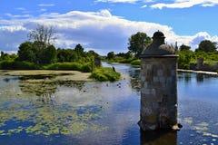 Πέτρινος στυλοβάτης στον ποταμό Στοκ Φωτογραφίες
