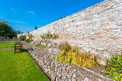 Πέτρινος τοίχος κήπων Στοκ εικόνες με δικαίωμα ελεύθερης χρήσης