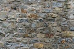 Πέτρινος τοίχος της κομμένης πέτρας στο μεσαιωνικό ύφος στοκ φωτογραφία με δικαίωμα ελεύθερης χρήσης