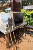Πέτρινος φούρνος με την καπνοδόχο στοκ φωτογραφίες με δικαίωμα ελεύθερης χρήσης