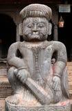 Πέτρινο άγαλμα ενός φύλακα μαχητών στον ινδό ναό Nyatapola στοκ εικόνες