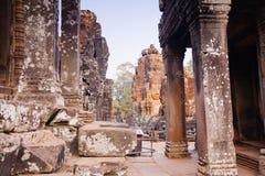 Πέτρινο άγαλμα προσώπου στον αρχαίο ναό Angkor Thom, Καμπότζη Bayon Στοκ φωτογραφίες με δικαίωμα ελεύθερης χρήσης