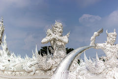 Πέτρινο άγαλμα φυλάκων στον άσπρο ναό, Ταϊλάνδη Στοκ φωτογραφίες με δικαίωμα ελεύθερης χρήσης
