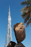 Πέτρινο γλυπτό στο κέντρο του Ντουμπάι Στοκ Εικόνες