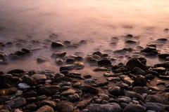 Πέτρινο και ομιχλώδες νερό Στοκ φωτογραφία με δικαίωμα ελεύθερης χρήσης
