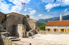 Πέτρινο φρούριο ακροπόλεων στην παλαιά πόλη Budva, αδριατικό Riviera, Mont στοκ εικόνες με δικαίωμα ελεύθερης χρήσης