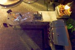 Πέτρινο Patio του σπιτιού πολυτέλειας με τα βήματα στη πίσω πόρτα Στοκ φωτογραφία με δικαίωμα ελεύθερης χρήσης
