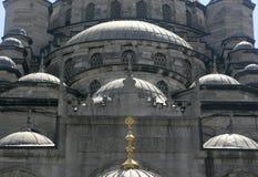 Πέφτοντας απότομα θόλοι του μπλε μουσουλμανικού τεμένους, Istabul, Τουρκία Στοκ Φωτογραφία