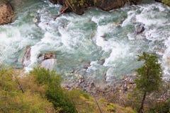 Πέφτοντας απότομα ποταμός Στοκ Φωτογραφίες