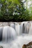 Πέφτοντας απότομα ποταμός Στοκ Εικόνες