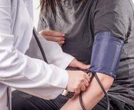 πίεση ελέγχου αίματος ε&pi Στοκ εικόνα με δικαίωμα ελεύθερης χρήσης