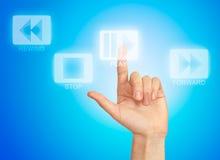 πίεση παιχνιδιού χεριών κουμπιών Στοκ εικόνες με δικαίωμα ελεύθερης χρήσης