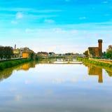 Πίζα, ποταμός Arno και γέφυρα Άποψη Lungarno Ιταλία Τοσκάνη Στοκ Εικόνες