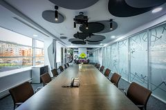 πίνακας αιθουσών συνεδριάσεων των διασκέψεων εδρών Έννοια αιθουσών συνεδριάσεων των γραφείων επικοινωνίας επιχειρηματιών Στοκ Εικόνες