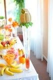 Πίνακας γαμήλιων φρούτων Στοκ Φωτογραφία