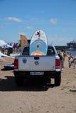Πίνακας γουλιάς που βρίσκεται στο πίσω μέρος ενός ανοιχτού φορτηγού στην παραλία Στοκ εικόνες με δικαίωμα ελεύθερης χρήσης