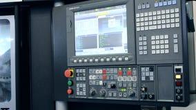 Πίνακας ελέγχου εργασίας μια βιομηχανική μηχανή στην κινηματογράφηση σε πρώτο πλάνο εργοστασίων απόθεμα βίντεο