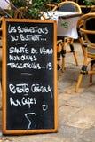Πίνακας επιλογών στο γαλλικό εστιατόριο Στοκ εικόνα με δικαίωμα ελεύθερης χρήσης