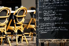 Πίνακας επιλογών στο γαλλικό εστιατόριο Στοκ Εικόνες