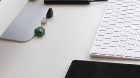 Πίνακας εργασίας γραφείων πίσω στη δουλειά στοκ εικόνα με δικαίωμα ελεύθερης χρήσης
