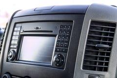 Πίνακας ελέγχου στο interiour του σύγχρονου αυτοκινήτου φορτίου στοκ εικόνες