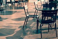 Πίνακας εδρών και γραφείων που τίθεται στο μπαλκόνι καταστημάτων offe Στοκ εικόνα με δικαίωμα ελεύθερης χρήσης