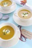 Πίνακας ημέρας των ευχαριστιών που θέτει με τη σούπα κολοκύθας Στοκ Εικόνες