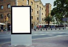 Πίνακας δημόσια πληροφορίας στη μεγάλη μητρόπολη στοκ φωτογραφίες με δικαίωμα ελεύθερης χρήσης