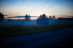 Πίνακας διαφημίσεων στην ομίχλη Στοκ Εικόνες