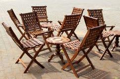 Πίνακας και έδρες Στοκ εικόνες με δικαίωμα ελεύθερης χρήσης