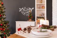 Πίνακας και βραδυνό Χριστουγέννων στοκ εικόνες με δικαίωμα ελεύθερης χρήσης