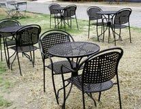 Πίνακας και καρέκλες καθορισμένοι Στοκ Φωτογραφία