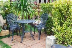 Πίνακας και καρέκλες κήπων Στοκ εικόνα με δικαίωμα ελεύθερης χρήσης