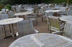 Πίνακας και καρέκλες Στοκ φωτογραφία με δικαίωμα ελεύθερης χρήσης