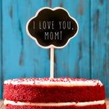 Πίνακας κιμωλίας με το κείμενο Ι καλό εσείς mom σε ένα κέικ Στοκ Φωτογραφία